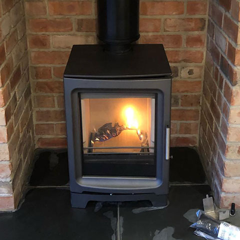 PV5 stove from Charlton and jenrick in metallic grey, natural slate tiles for the hearth
